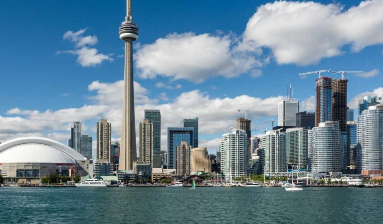 Season-Wise Packing Tips for your Trip to Toronto – The do's & don'ts