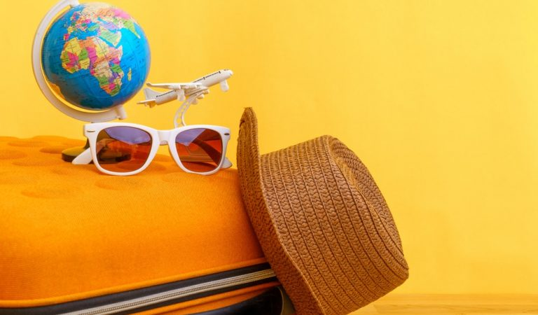 Travel Essentials that You Must Pack for Your Holiday Vacation