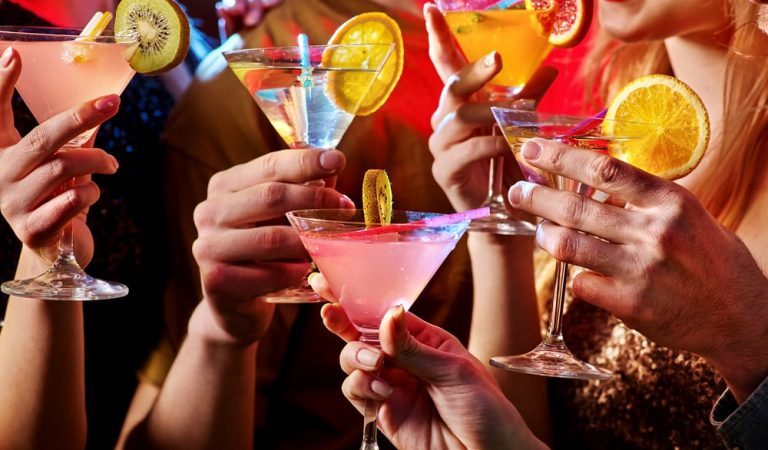 Top Five Cocktails a Bartender Must Know to Prepare