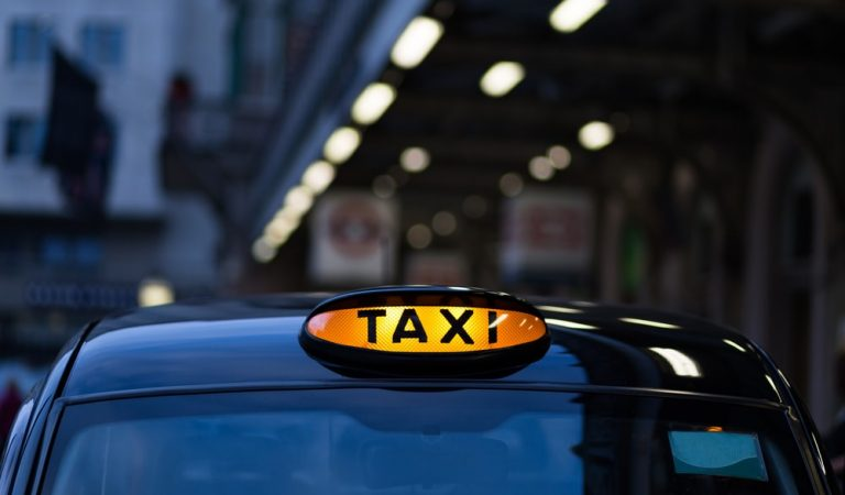 Hire Taxis In Earley At Cheap Rates