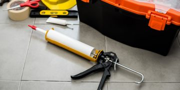 Right Caulking Gun
