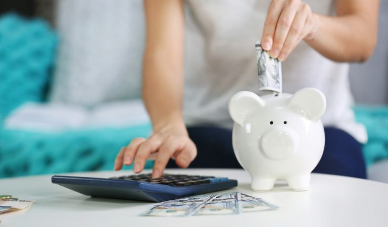 How to Save Money Efficiently When You Are On Job Hunting