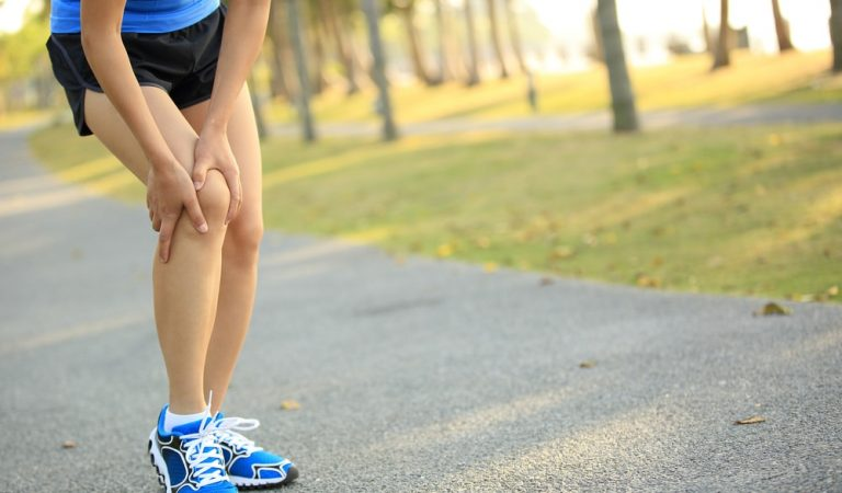 SIGNS THAT TELL YOU NEED A KNEE REPLACEMENT SURGERY
