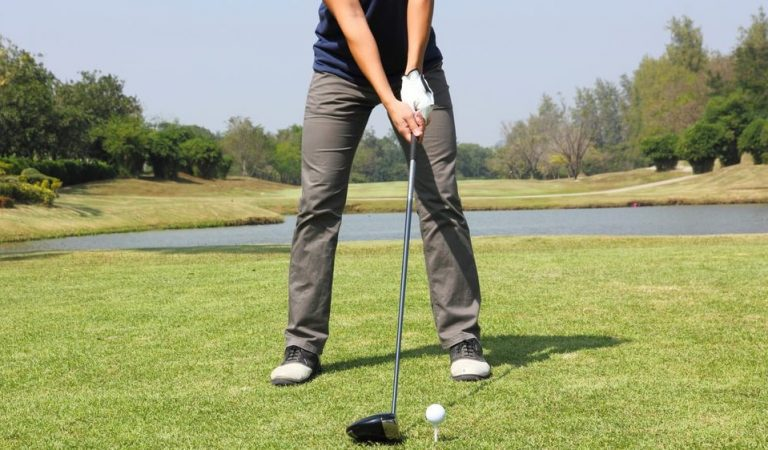 How to Hold a Golf Club: the Proper Golf Grip