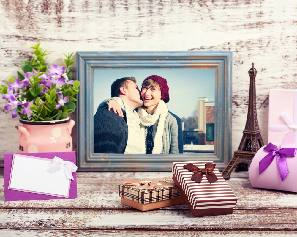 romantic couple Photo Frame