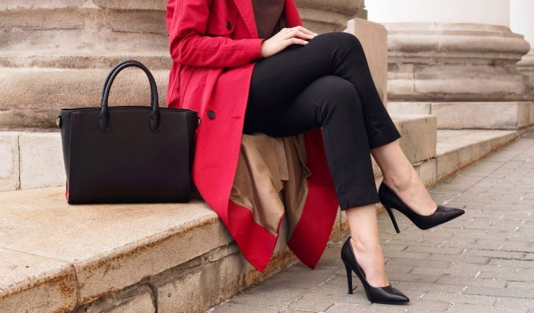 6 Flawless Types Of Handbags For Women