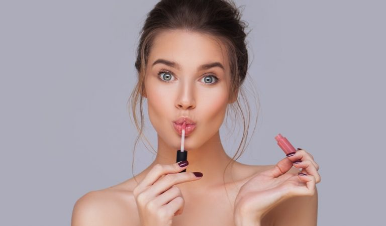 Want To Get The Each Last Drop of Your Lip Gloss? Try This Super Easy Trick!