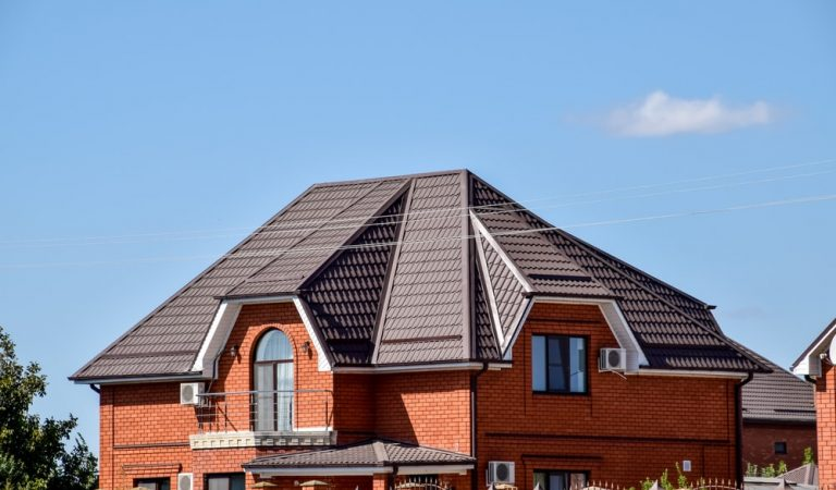 Metal Roofing vs. Shingle Roofing: Which One Should I Choose?