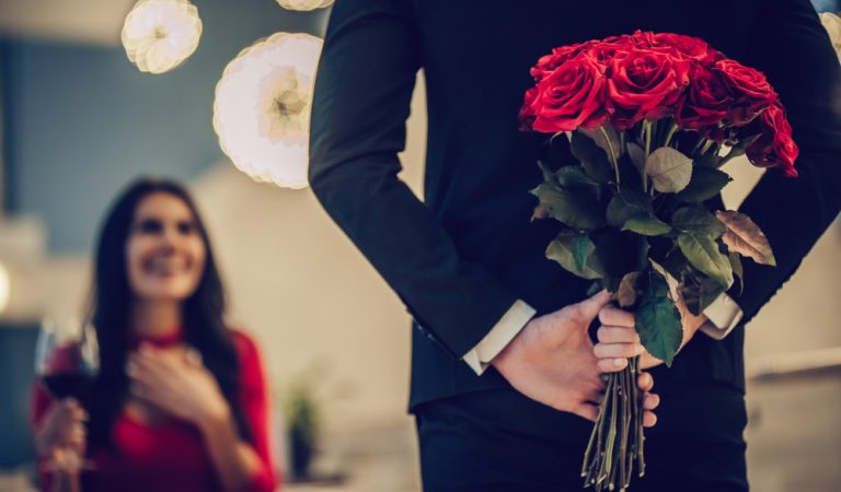 TOP FLOWERS TO GIVE ON YOUR FIRST VALENTINE'S DATE